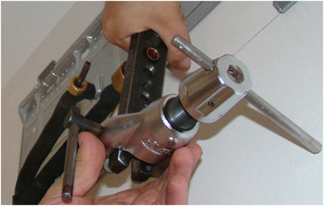 Инструменты и приспособления для развальцовки медных трубок в домашних условиях