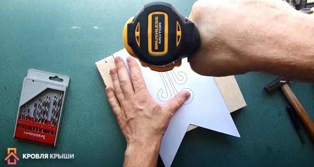 Флюгер на крышу и огород своими руками: как сделать его с пропеллером, из металла или пластика