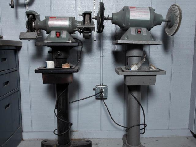 Заточные станки в быту и производстве: функциональные особенности заточного станка и их виды