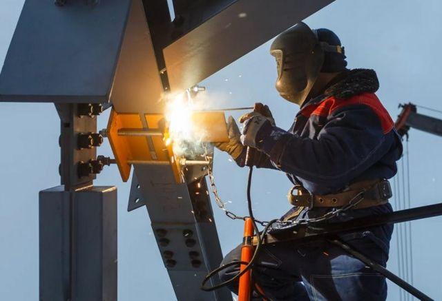 Стоимость сварки погонного метра металлоконструкции: базовые расценки на сварочные работы