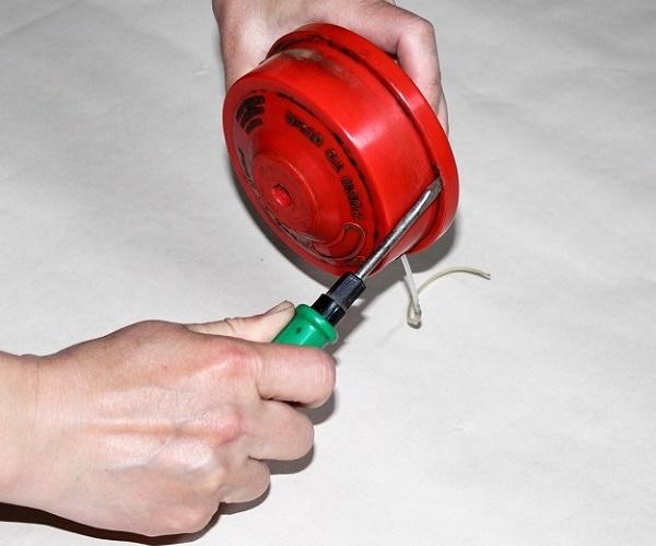 Как поменять или намотать леску на катушку триммера: способы и нюансы наматывания, намотка своими руками