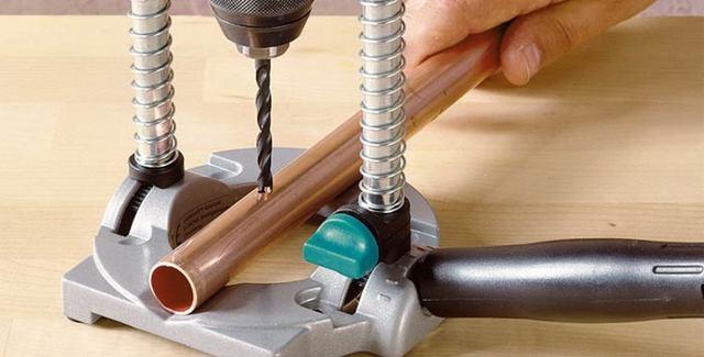 Что собой представляет направляющая для дрели, и как сделать вертикальный держатель собственноручно