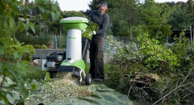Выбираем садовый измельчитель: бензиновый или электропривод, что подойдёт для травы и веток