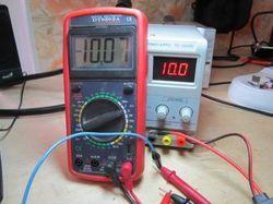 Как проверить емкость портативных и автомобильных аккумуляторов: измерение мультиметром и приложениями