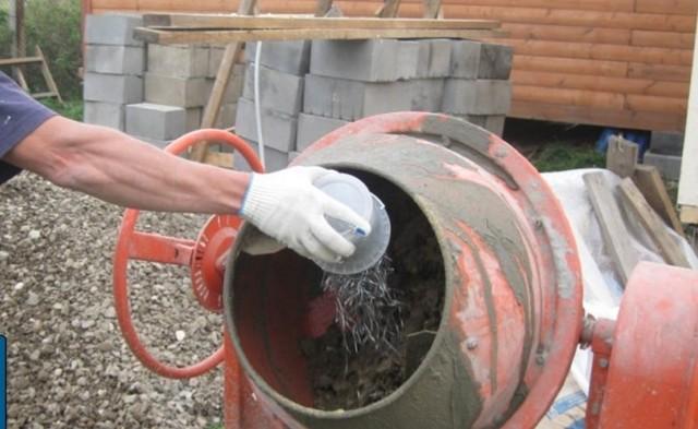 Фибра для бетона: свойства и виды добавок, особенности применения, преимущества и недостатки