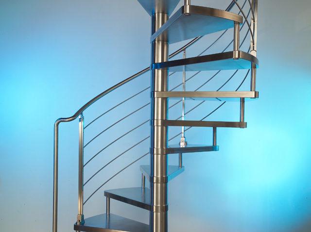 Металлические лестничные перила: используемые материалы, нюансы монтажа