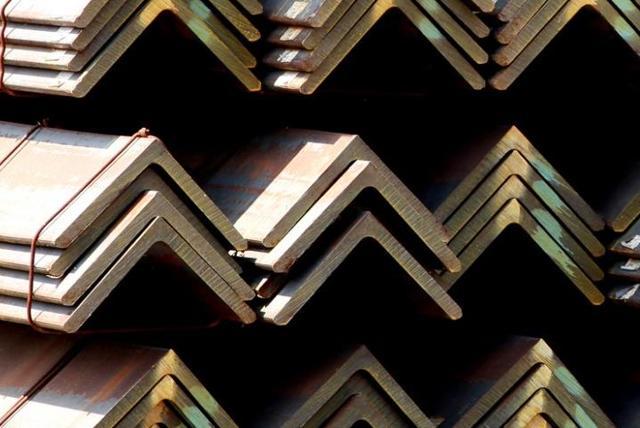 Равнополочный уголок: особенности изготовления, габариты и материалы, области применения