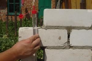 Как пользоваться водяным уровнем: устройство и преимущество, принцип действия