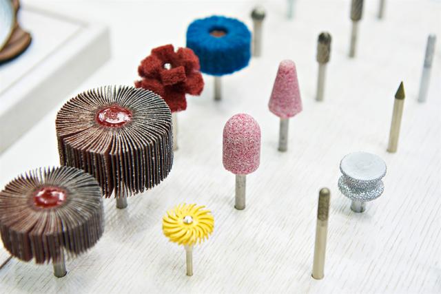 Чем можно просверлить отверстие в керамогранитной плите: алмазное сверло и другие инструменты