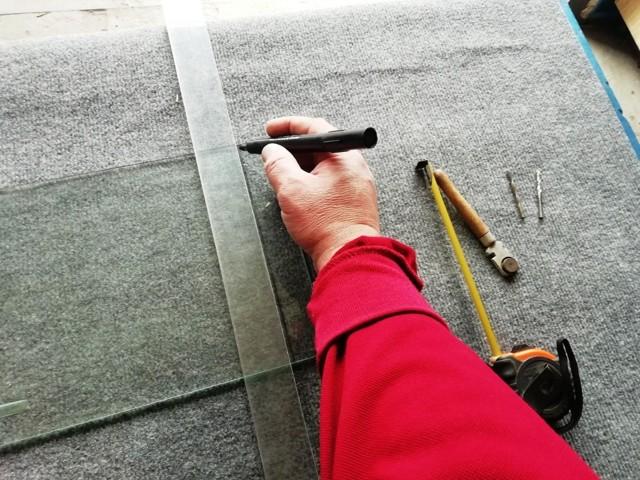 Как правильно отрезать стекло: как правильно резать его стеклорезом или ножницами