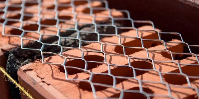 Разновидности сетки для кладки: оцинкованная, полимерная и пластиковая, размеры и другие параметры