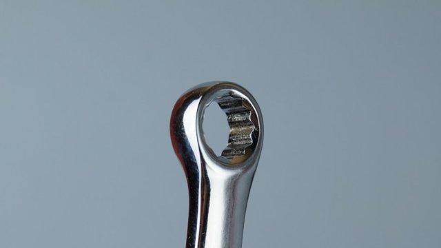 Описание ключа-трещотки с накидкой: принцип действия и особенности