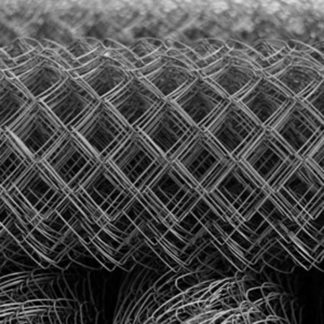 Оцинкованная сетка Рабица: особенности производства, применение и характеристики