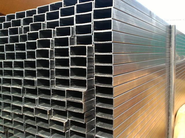 Металлические трубы прямоугольного сечения: особенности, виды и применение