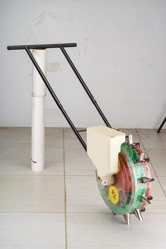 Самодельная ручная сеялка: применение и изготовление простых конструкций и механизмов точного высева