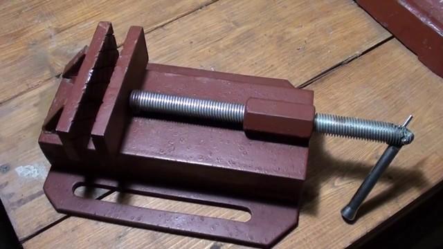 Рекомендации, как сделать самодельные столярные тиски для верстака своими руками